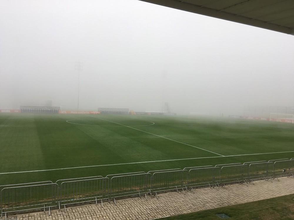 Forte neblina nesta quinta-feira, na Granja Comary, em Teresópolis — Foto: Tébaro Schmidt / GloboEsporte.com