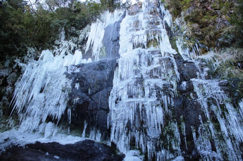 Em Urupema, cascata ficou congelada — Foto: Marleno Muniz Farias/Prefeitura Urupema