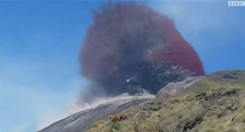 Brasileiro registrou erupção de vulcão na Itália — Foto: Thiago Takeuti /BBC