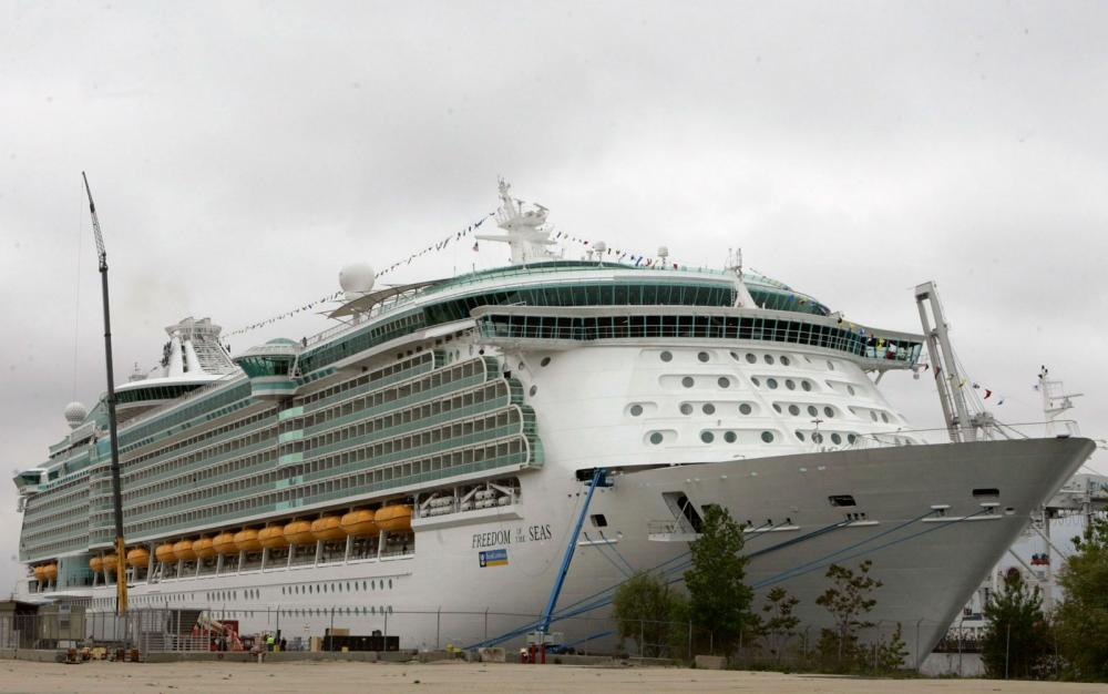 O navio 'Freedom of Seas', onde Chloe Wiegand morreu, em foto de 11 de maio de 2006 — Foto: AP Photo/Mike Derer, File