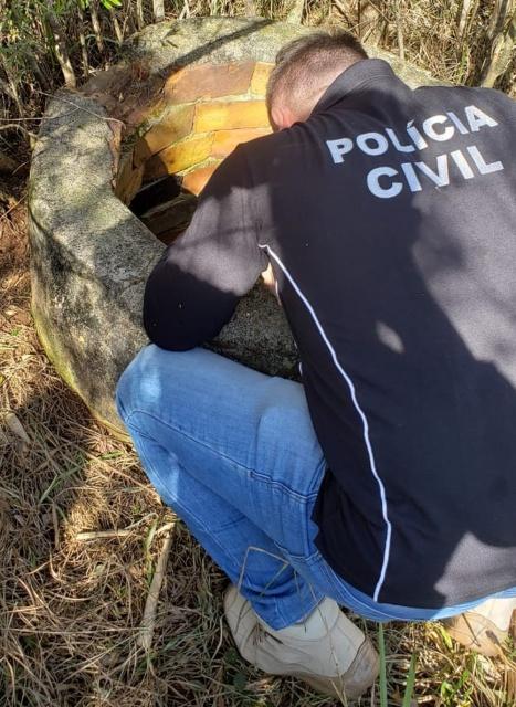 Ossos são encontrados dentro de poço em propriedade agrícola de Chapecó na tarde desta quarta-feira (10) — Foto: Polícia Civil/Divulgação