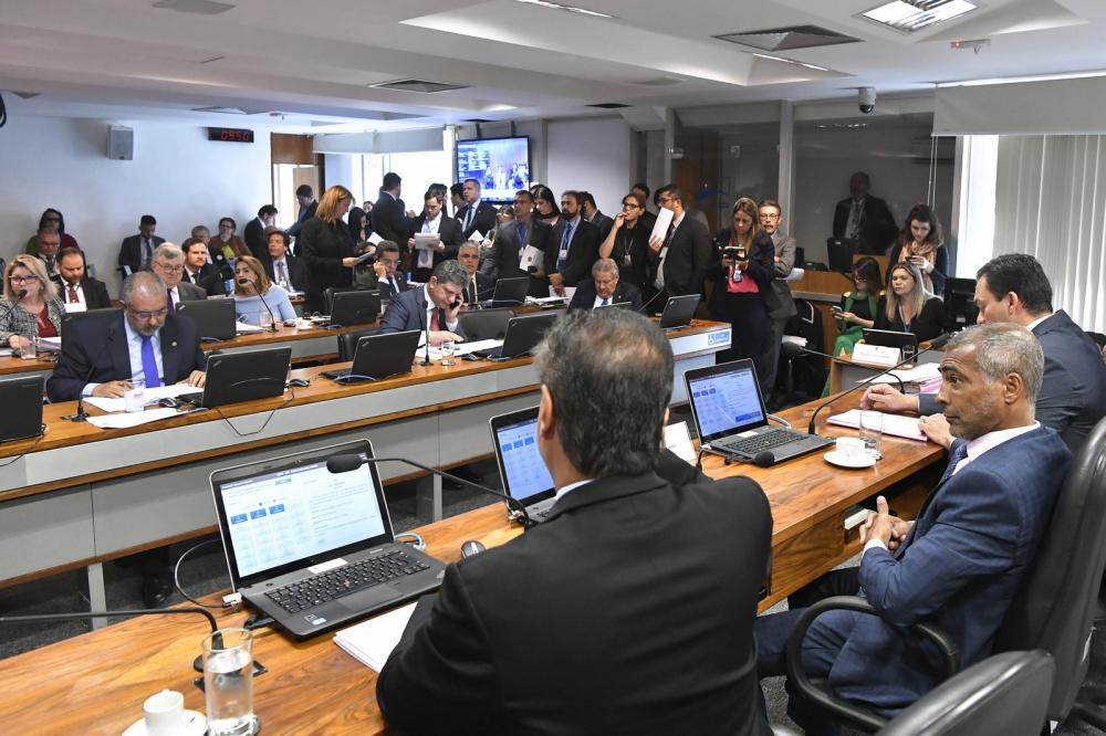 Integrantes da Comissão de Assuntos Sociais do Senado aprovam projeto que concede meia-entrada a doadores regulares de sangue — Foto: Geraldo Magela, Agência Senado