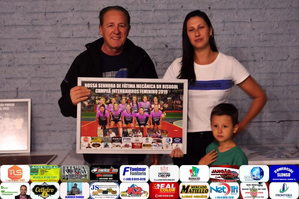 Barracão - PANTV presenteia campeões do Interbairros com quadros fotográficos