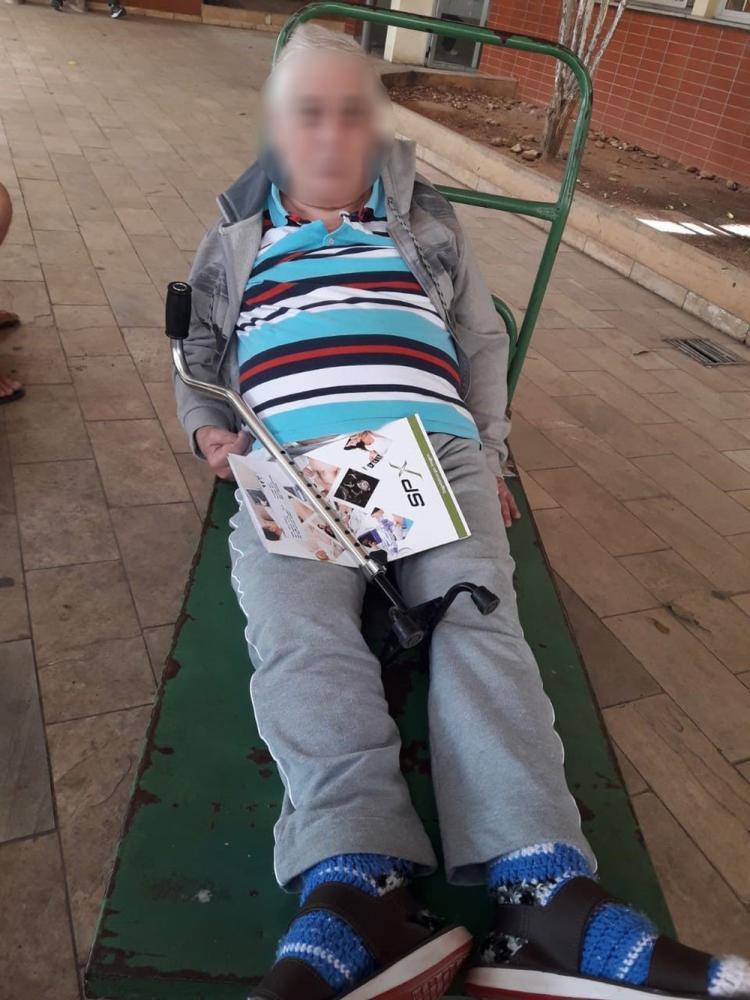 Mulher adaptou carrinho de carga para levar o marido para exame dentro do Hospital Ouro Verde, em Campinas (SP) — Foto: Arquivo pessoal