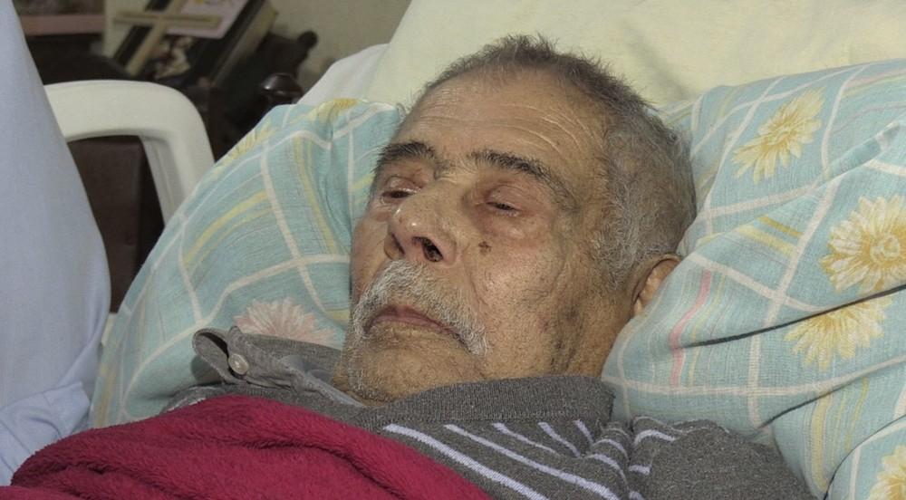 Idoso, que está de cama, não conseguiu fazer prova de vida dentro do prazo, segundo familiares — Foto: Alceu Nievola/RPC Ponta Grossa