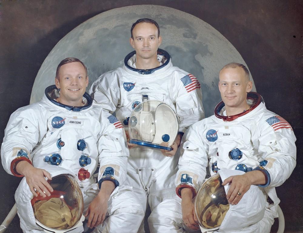Foto oficial da tripulação da Apollo 11, da direita para a esquerda: Neil A. Armstrong, Michael Collins e Edwin E.