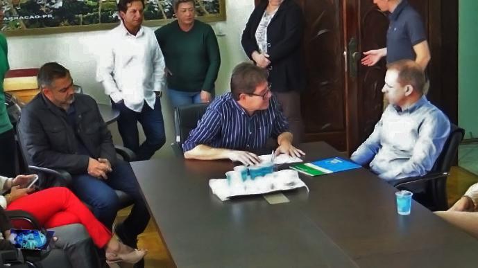 Prefeito Marco A. Zandoná expondo a realidade da saúde do consórcio/Foto:Reprodução PANTV