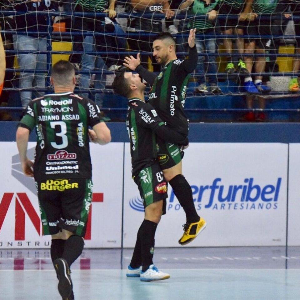 Sinoê comemorando um de seus dois gols/Foto:ASCOM