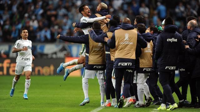 Scarpa festeja o golaço no primeiro tempo (Foto: Wesley Santos/Agência PressDigital)