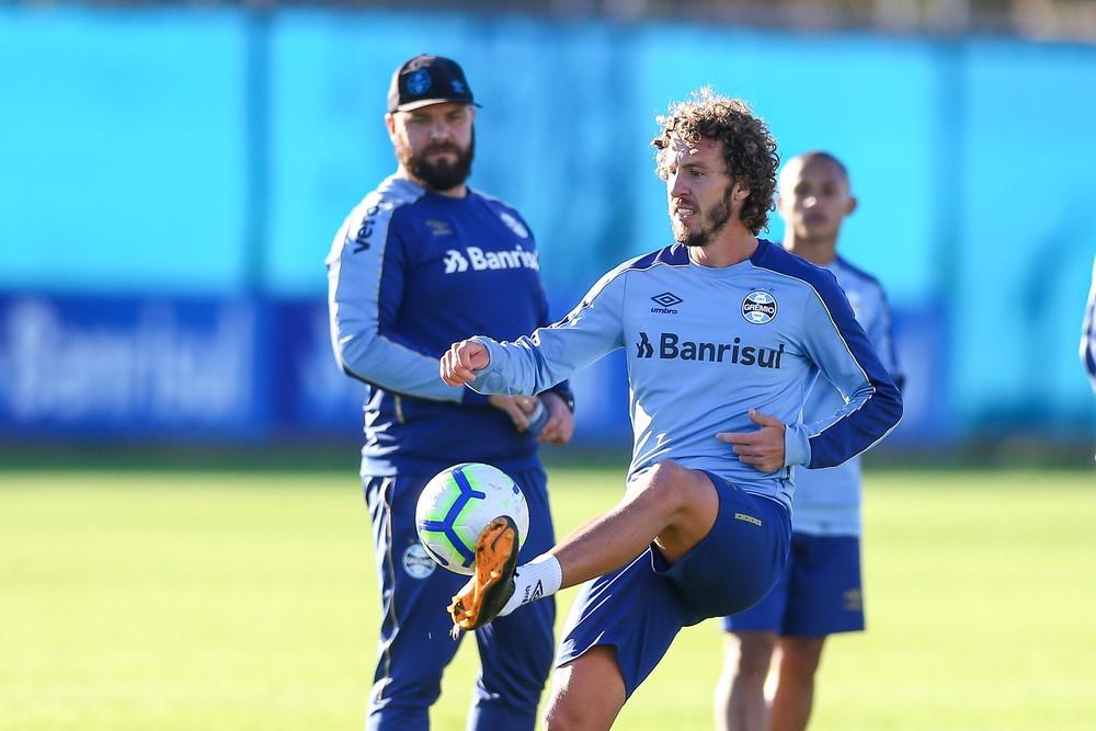 Galhardo é o único disponível para a lateral — Foto: Lucas Uebel/Grêmio FBPA