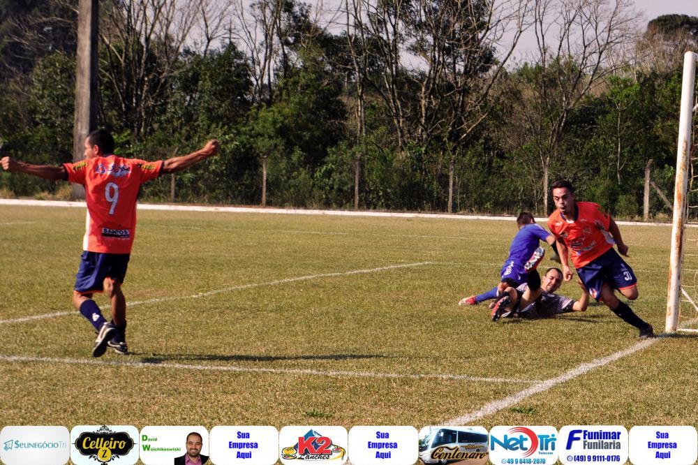 Lucas e Geazi comemorando o segundo gol do Fátima/Foto:Marcos Prudente