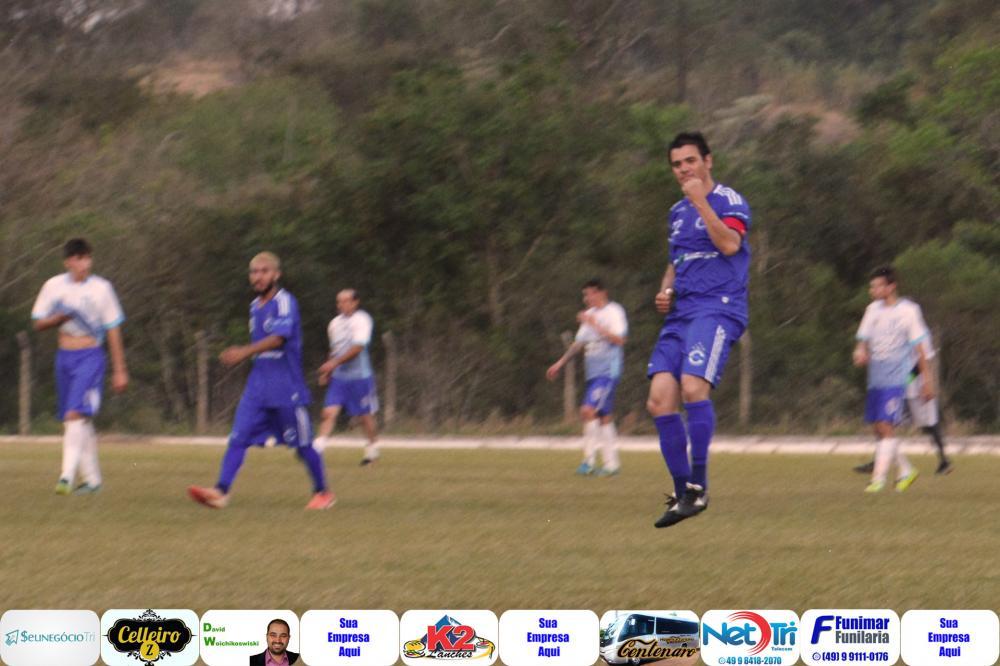 M22 em comemoração de gol/Foto:Marcos Prudente