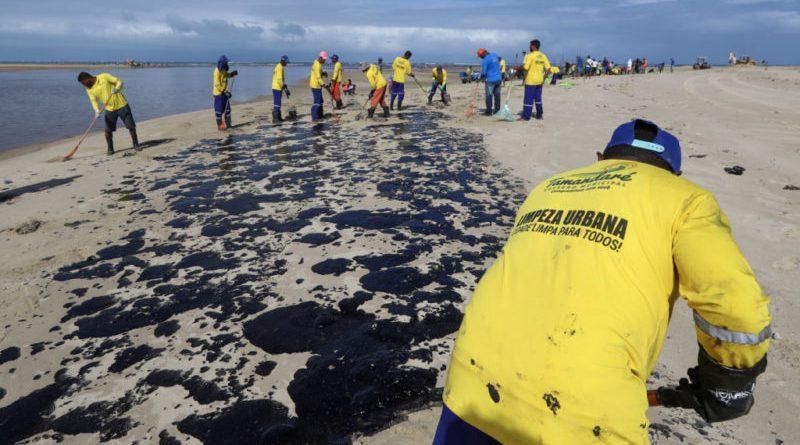 Óleo na praias nordestinas vem de três campos na Venezuela, diz Petrobras
