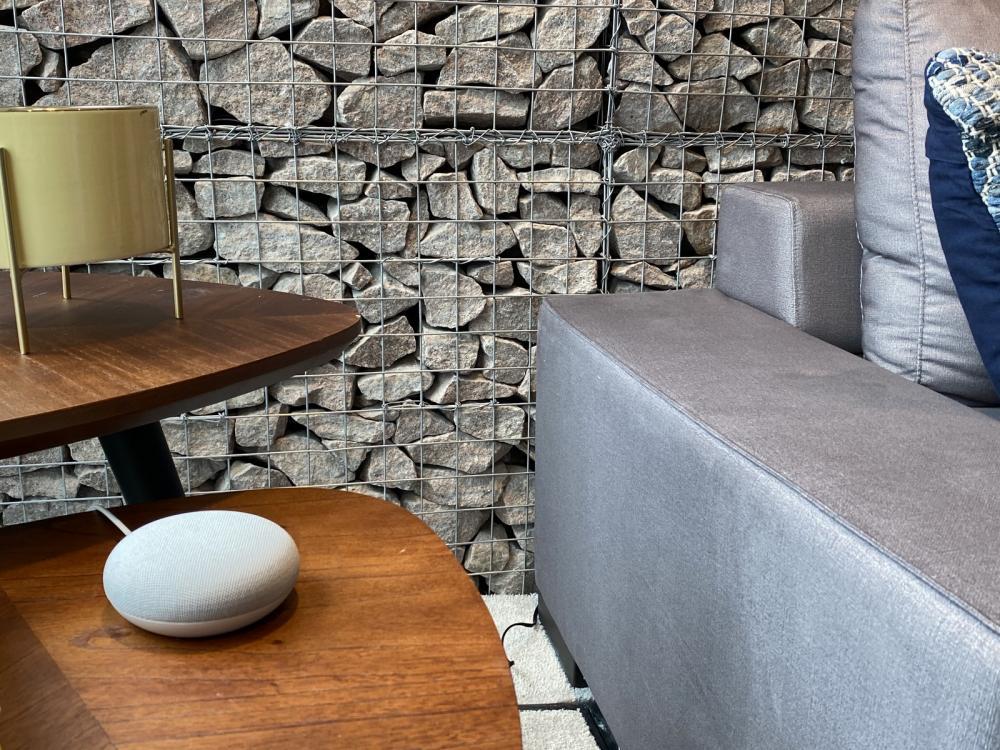 Nest Mini, alto-falante residencial do Google, chega ao Brasil. — Foto: Thiago Lavado/G1