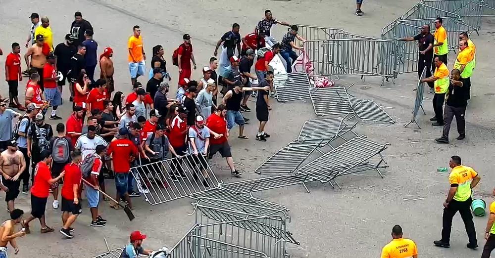 Protesto ocorreu na manhã de sábado, no pátio do Beira-Rio — Foto: Reprodução