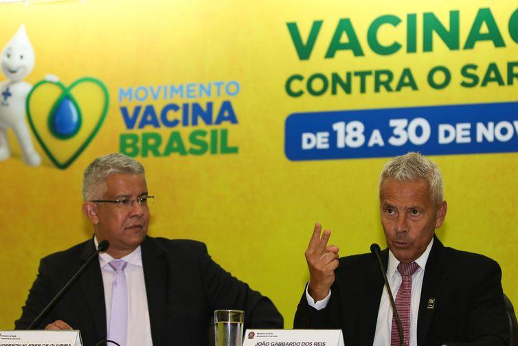 O secretário de Vigilância em Saúde, Wanderson de Oliveira, e o ministro interino João Gabbardo, em entrevista no lançamento da 2ª fase da Campanha de Vacinação contra o Sarampo - Fabio Rodrigues Pozzebom/Agência Brasil