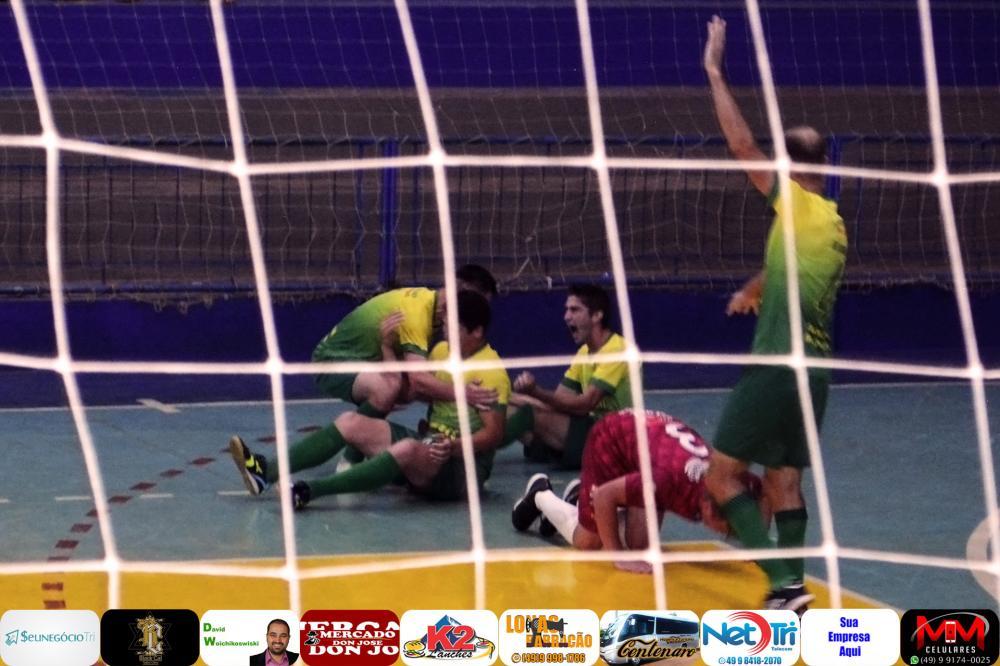 Canarinho deixou Sarandi pelo caminho ao vencer de virada e fará a final do Cerqueirense Interiorano de Futsal