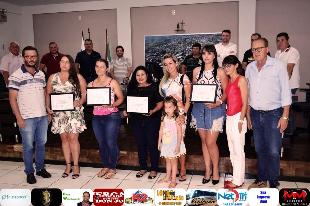 Homenageados juntamente com vereadores, secretário da saúde e coordenadora de coletas/Foto:Marcos Prudente
