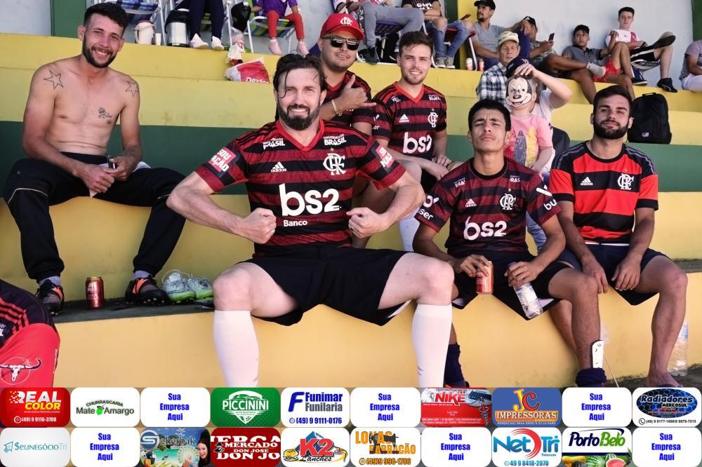 Tuto juntamente com seus companheiros de equipe/Foto:Marcos Prudente