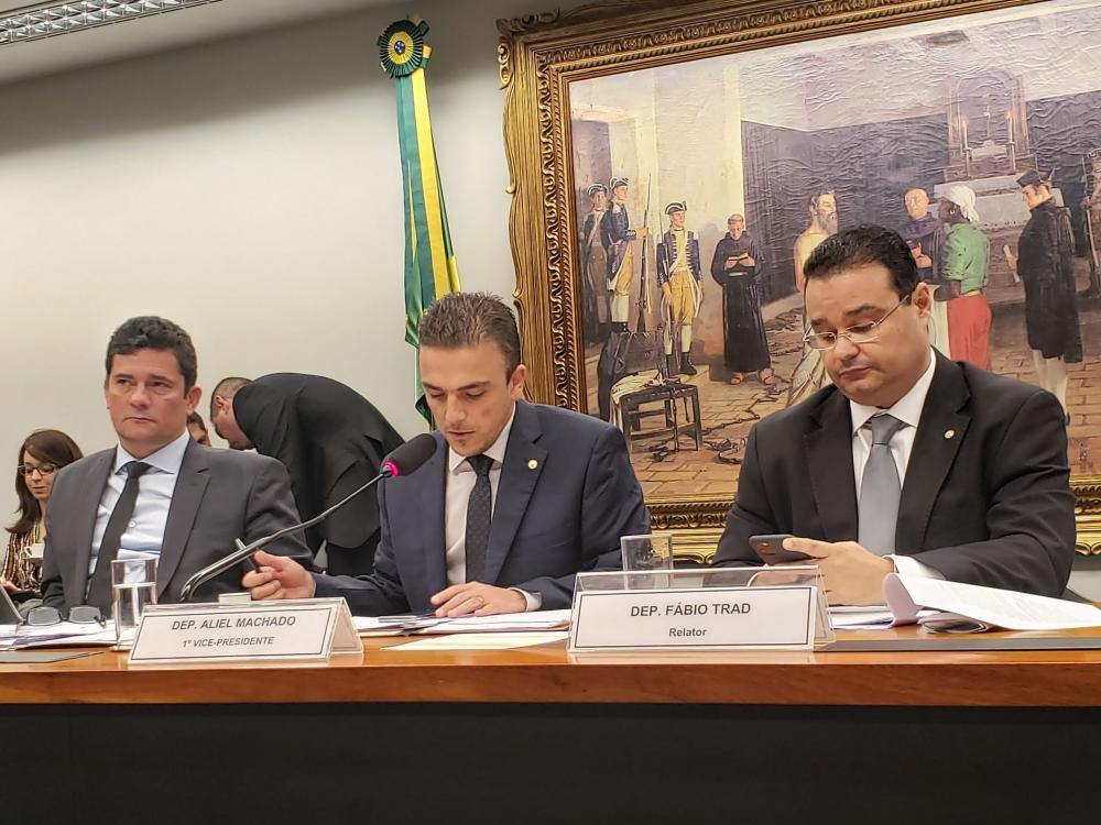 Aliel Machado (PSB) no centro e presidindo a sessão/Foto:ASCOM