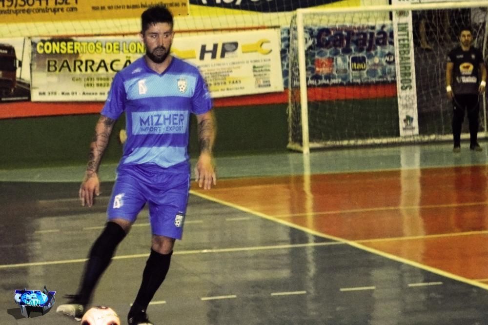 Barracão - Maycon Willian deu as cartas do jogo, na vitória do Pinheirinho na estreia do Interbairros
