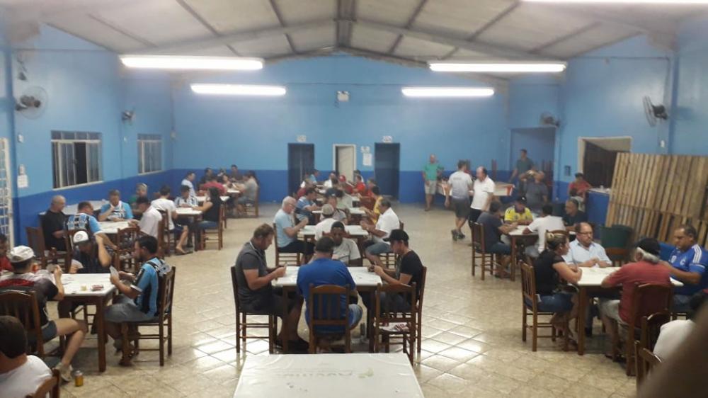 Barracão - Iniciou o III Campeonato de Canastra
