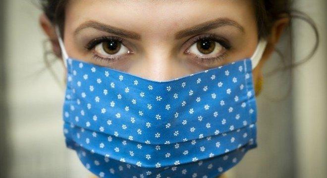 Barracão - Uso de máscara é obrigatório e cabível a multa