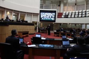 Deputados rejeitam vetos a projetos sobre Badesc e hospitais