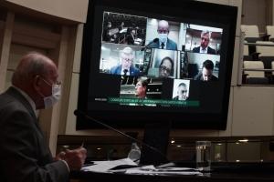 SC - Comissão especial pede afastamento do secretário da Saúde