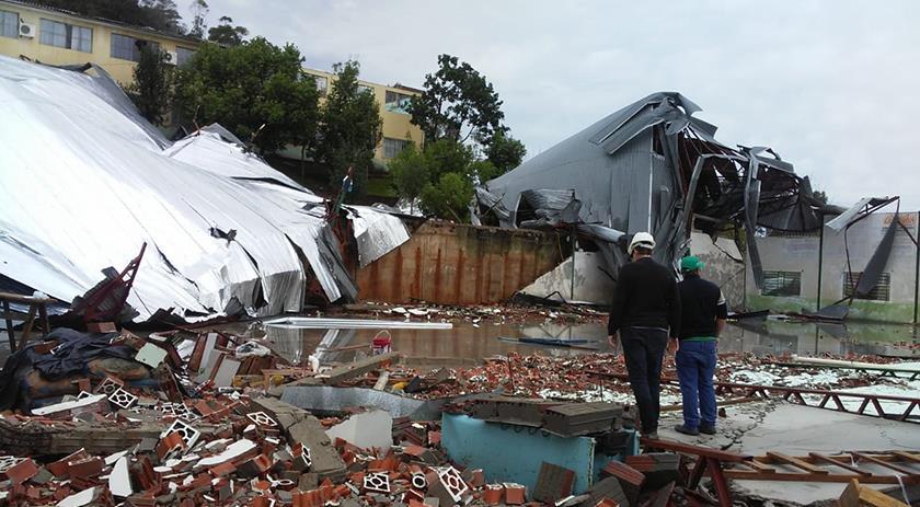 Oeste catarinense foi atingido por ciclone, tendo 7 mortes e destelhamentos