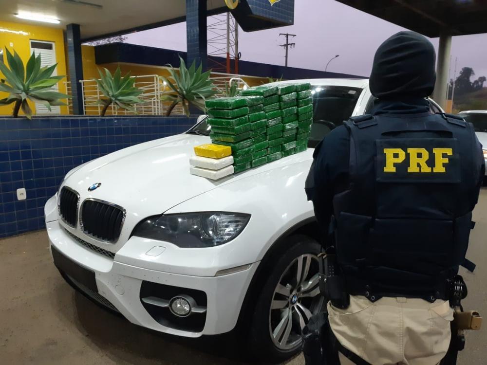 Guaraciaba - PRF apreende mais de 2 milhões em cocaína
