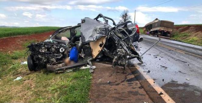 B. J. do Sul - Filho mata pai e comete suicídio, em colisão frontal com bitrem