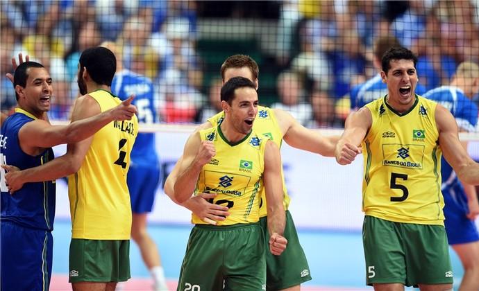 Sem Bruninho e com atuação segura de Lucarelli, Brasil vence a terceira