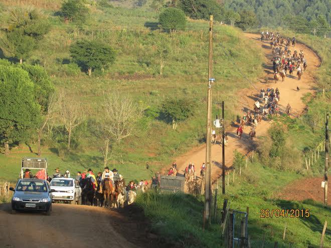 Bcão: Estradas de qualidade são evidenciadas por tradicionalistas de toda a região durante a 9ª Cavalgada de Santa Emília